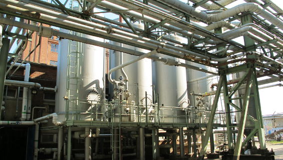Vacuum system for vacuum supply during phenolic resin production.