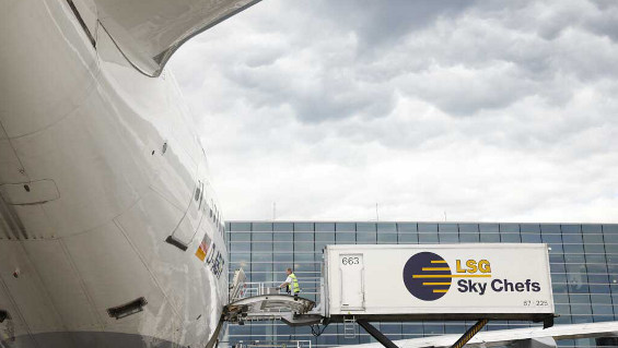 Fig. 1:  LSG Sky Chefs FRA ZD GmbH provides all catering services for Lufthansa flights from Frankfurt Airport. The meals are delivered directly to the aircraft, used trays and refuse are collected for processing