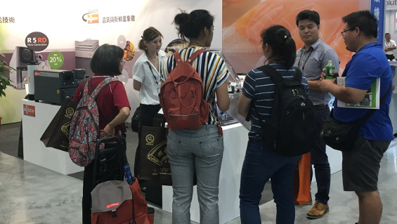 Many visitors were interested in our R 5 rotary vane vacuum pumps at Taipei Pack 2019.