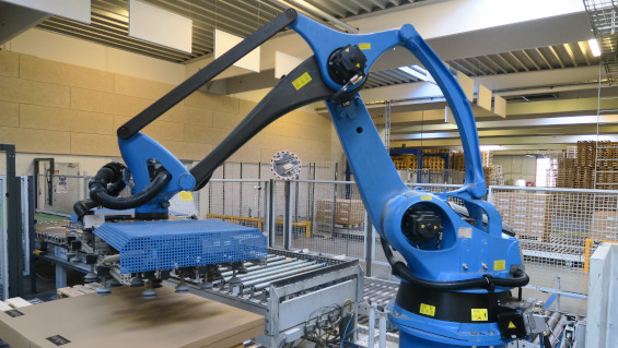 Fig. 1: One of the two robots palletizing flat packages. Source: Busch Vacuum Solutions