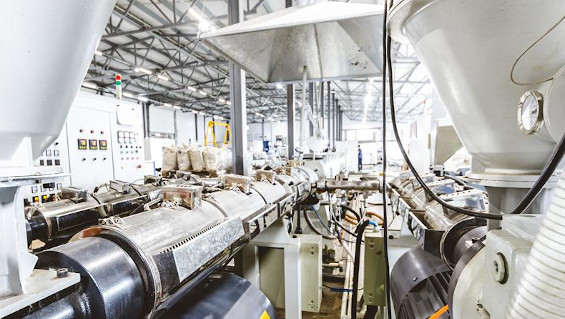 Extrusion lines can be used to produce pipes, profiles and films, among other things. Source: XArtProduction – shutterstock.com.